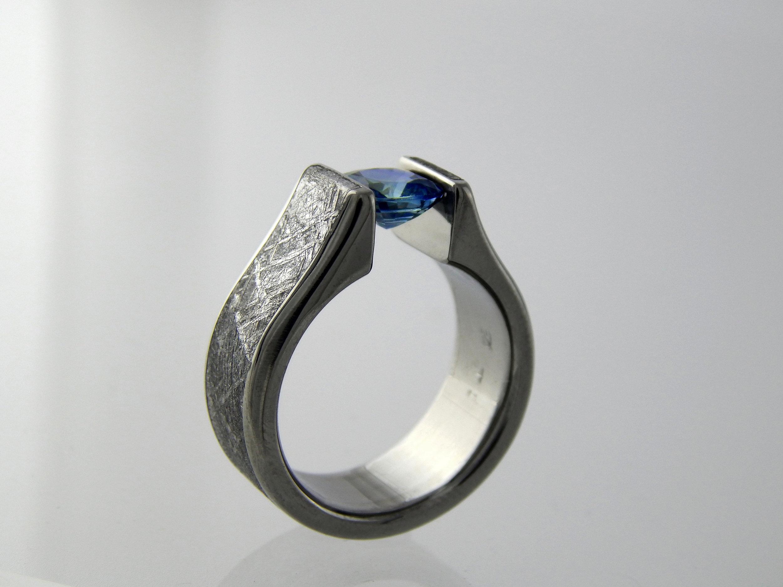darvier-sapphire-meteorite-titanium-ring.JPG