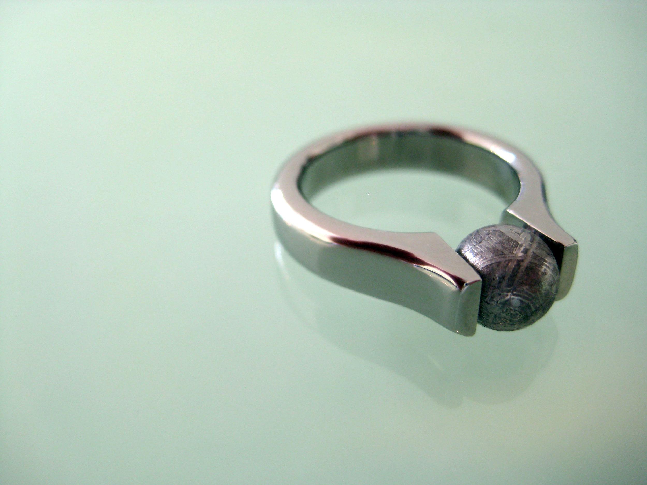 darvier-tension-meteorite-bead-ring.JPG