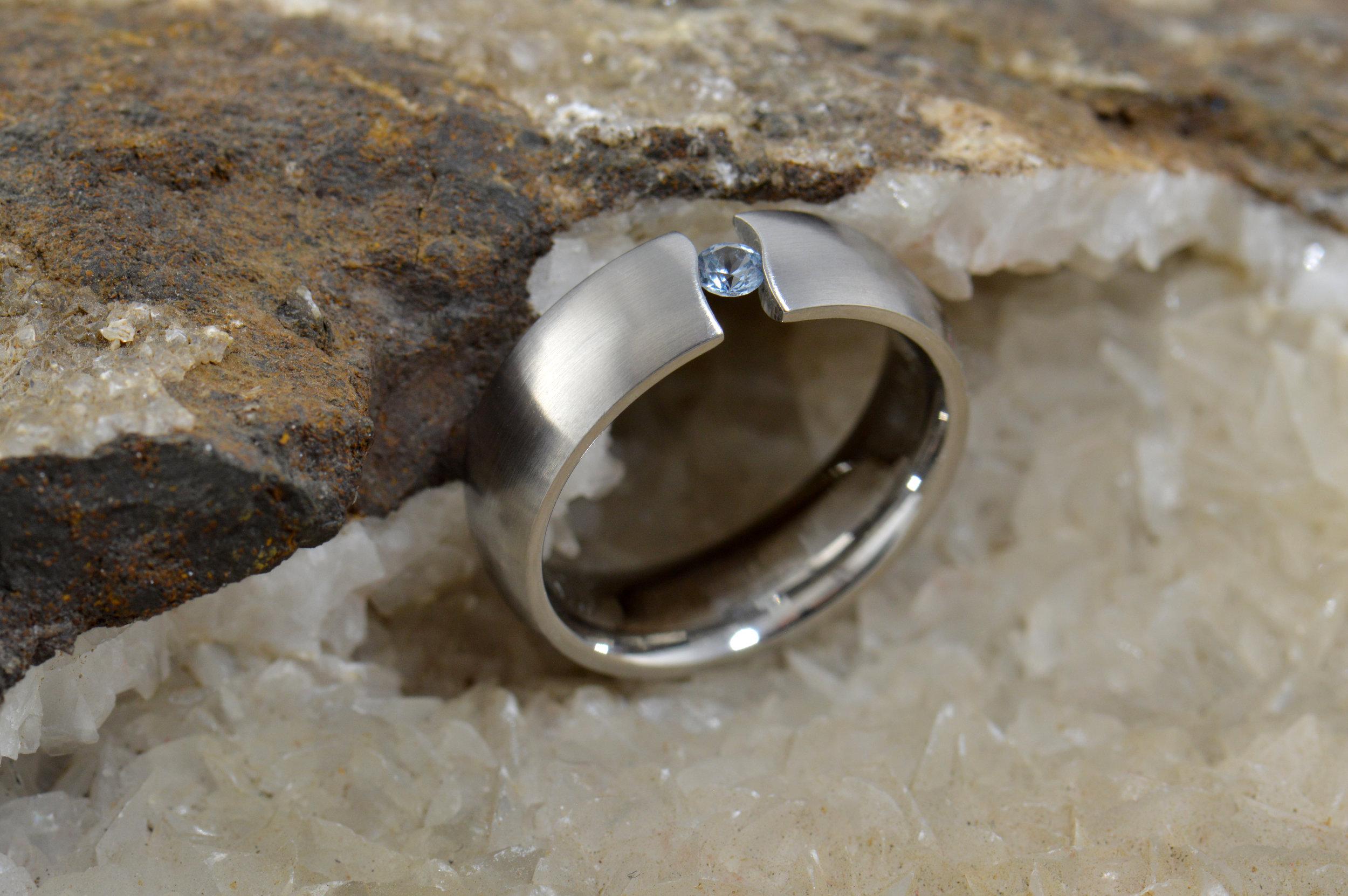 darvier-wavy-tension-set-sapphire-ring.JPG