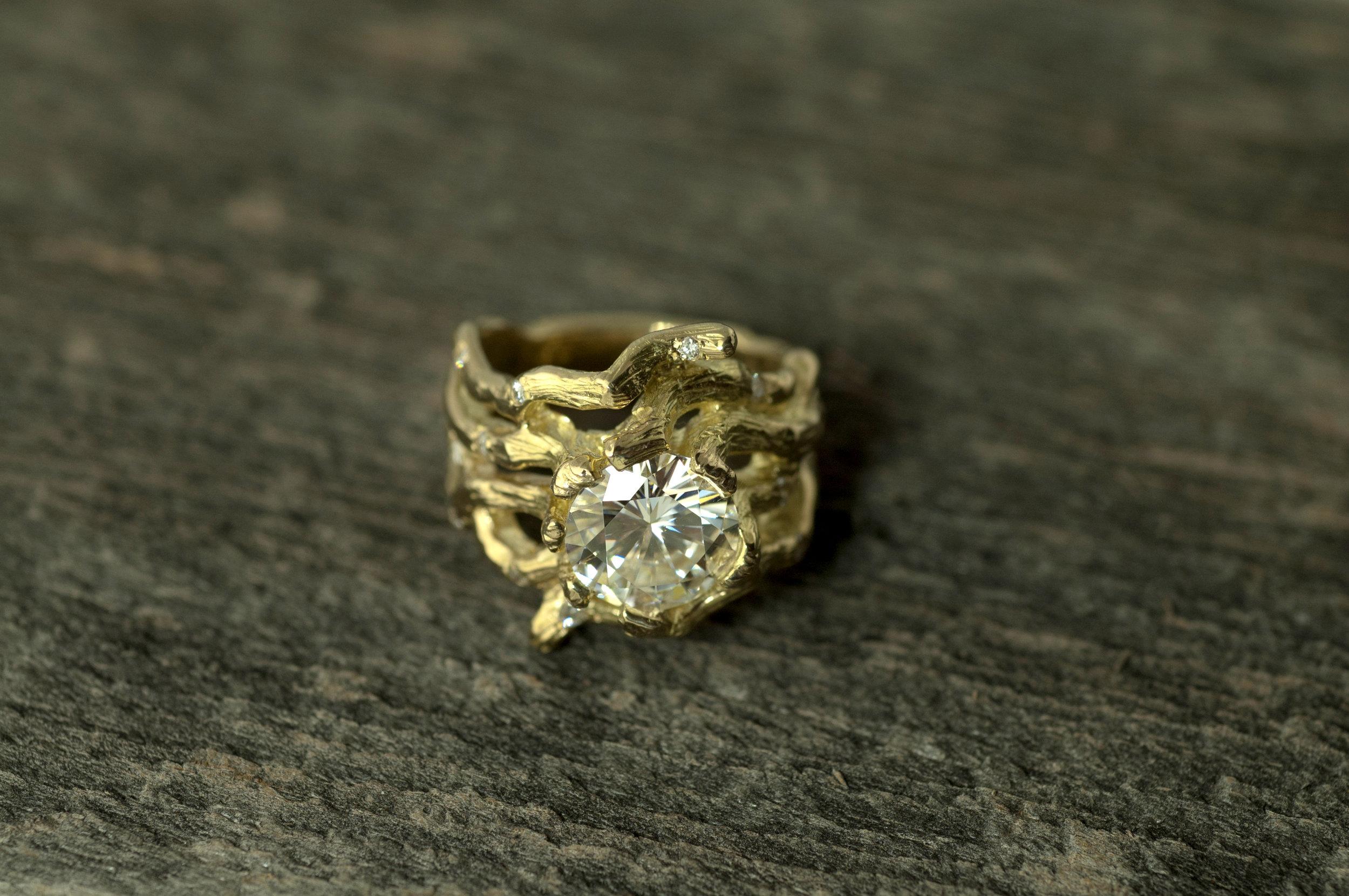 darvier-carved-vine-gold-wedding-band-moissanite.jpg