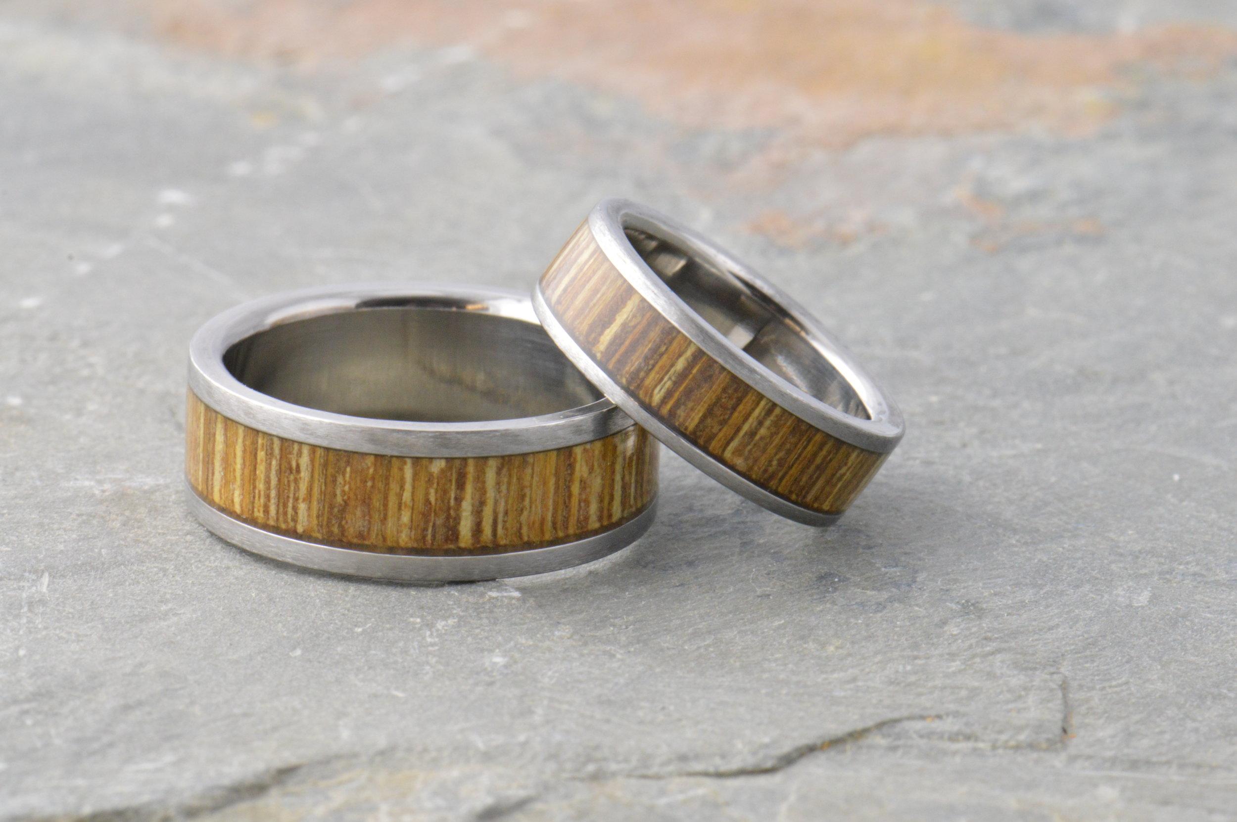 darvier-bamboo-titanium-wedding-set.JPG