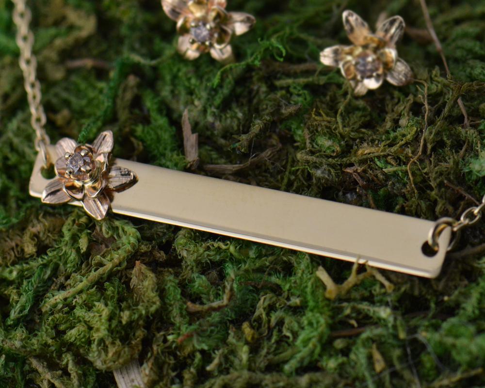 darvier-cognac-diamond-gold-columbine-bar-pendant.jpg
