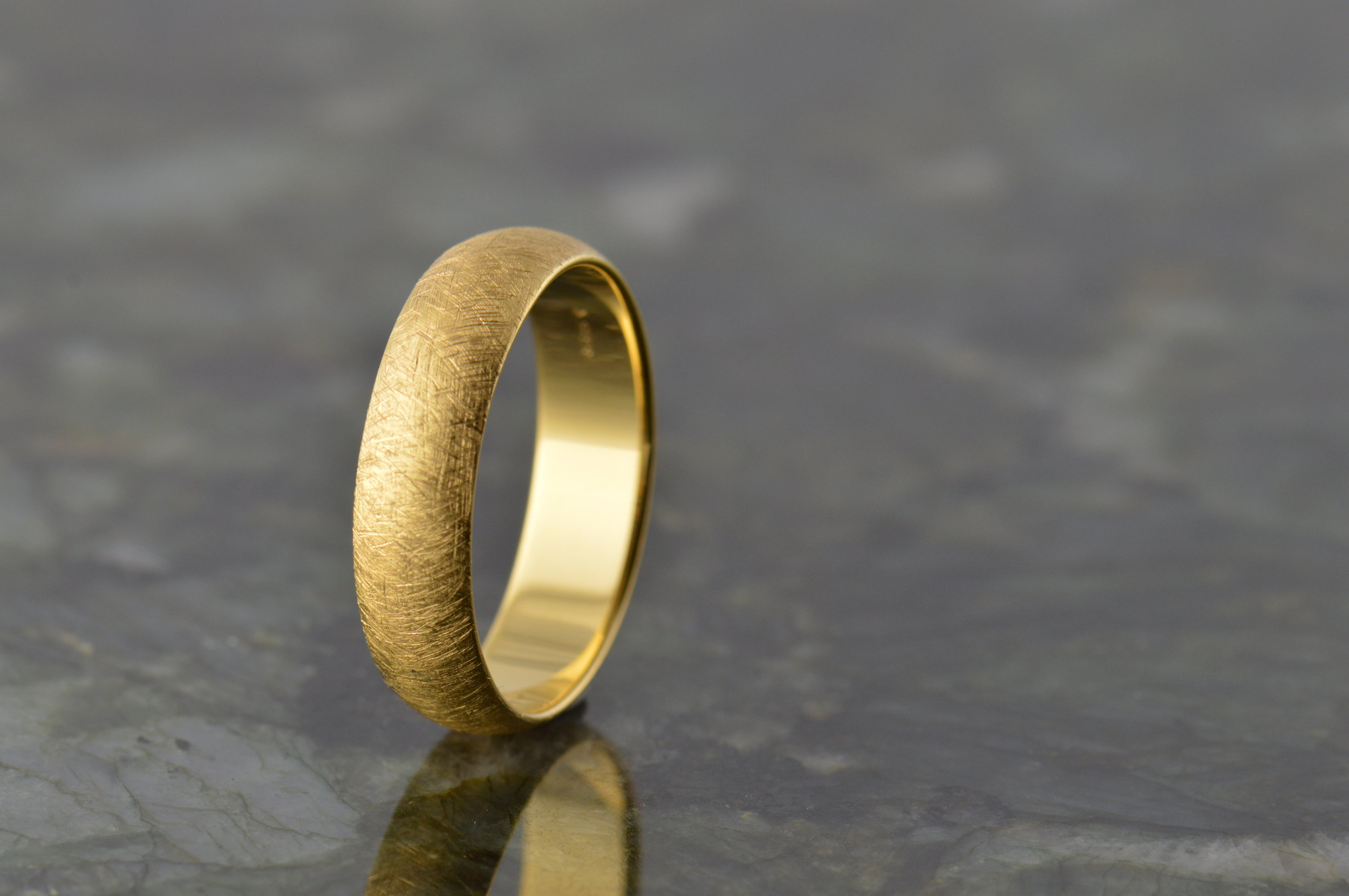 darvier-ice-finish-yellow-gold-band.JPG