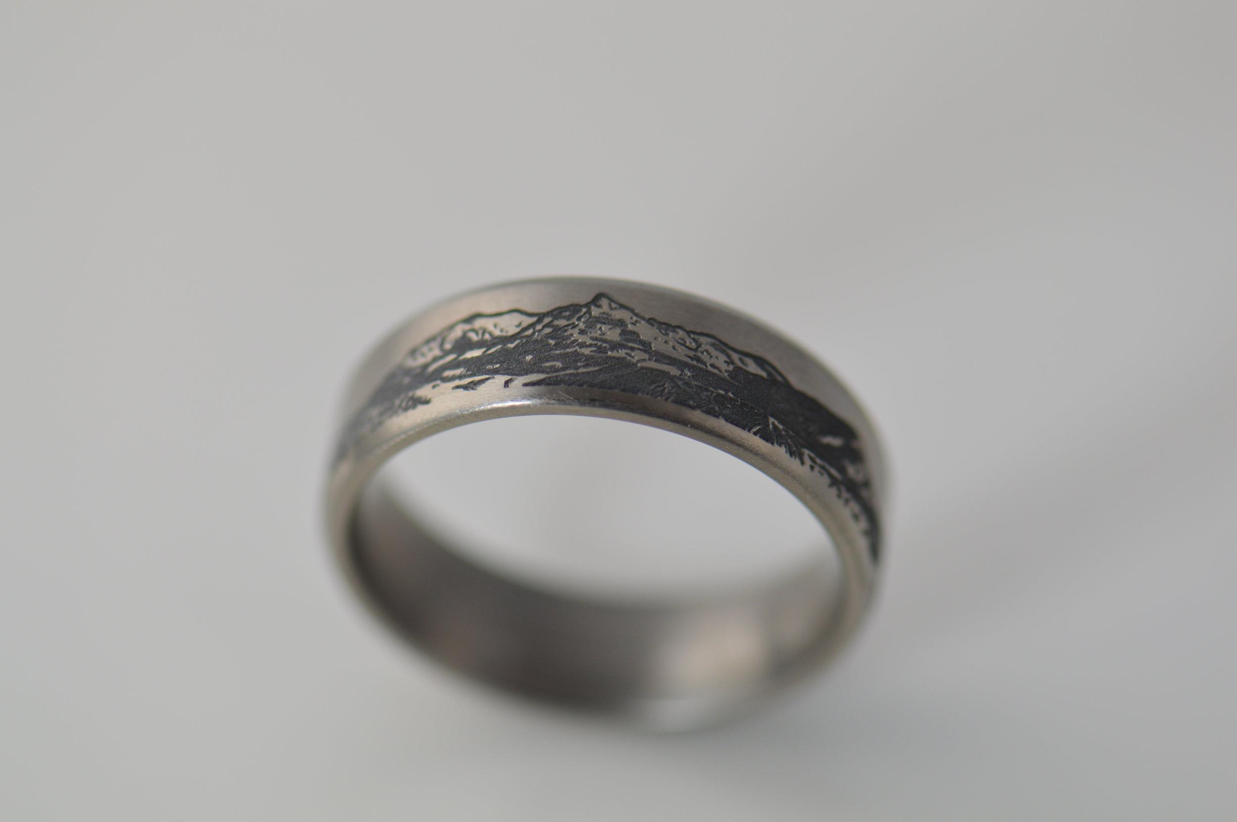 darvier-laser-engraved-mtn-art-ring.JPG