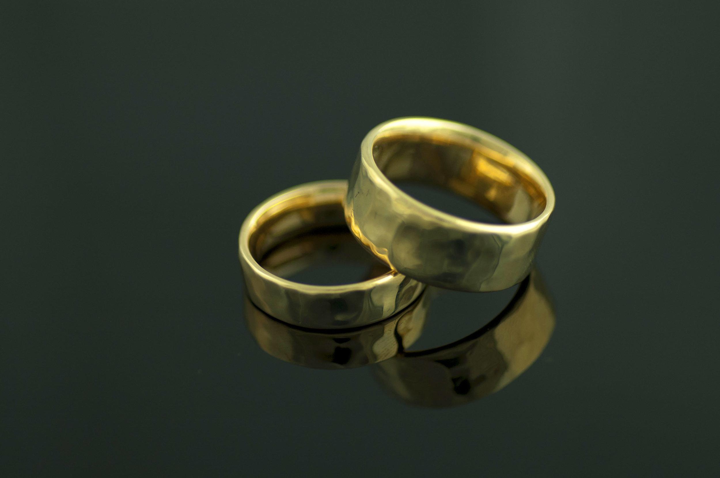 darvier-soft-hammer-finish-wedding-set-gold-is-gold.jpg