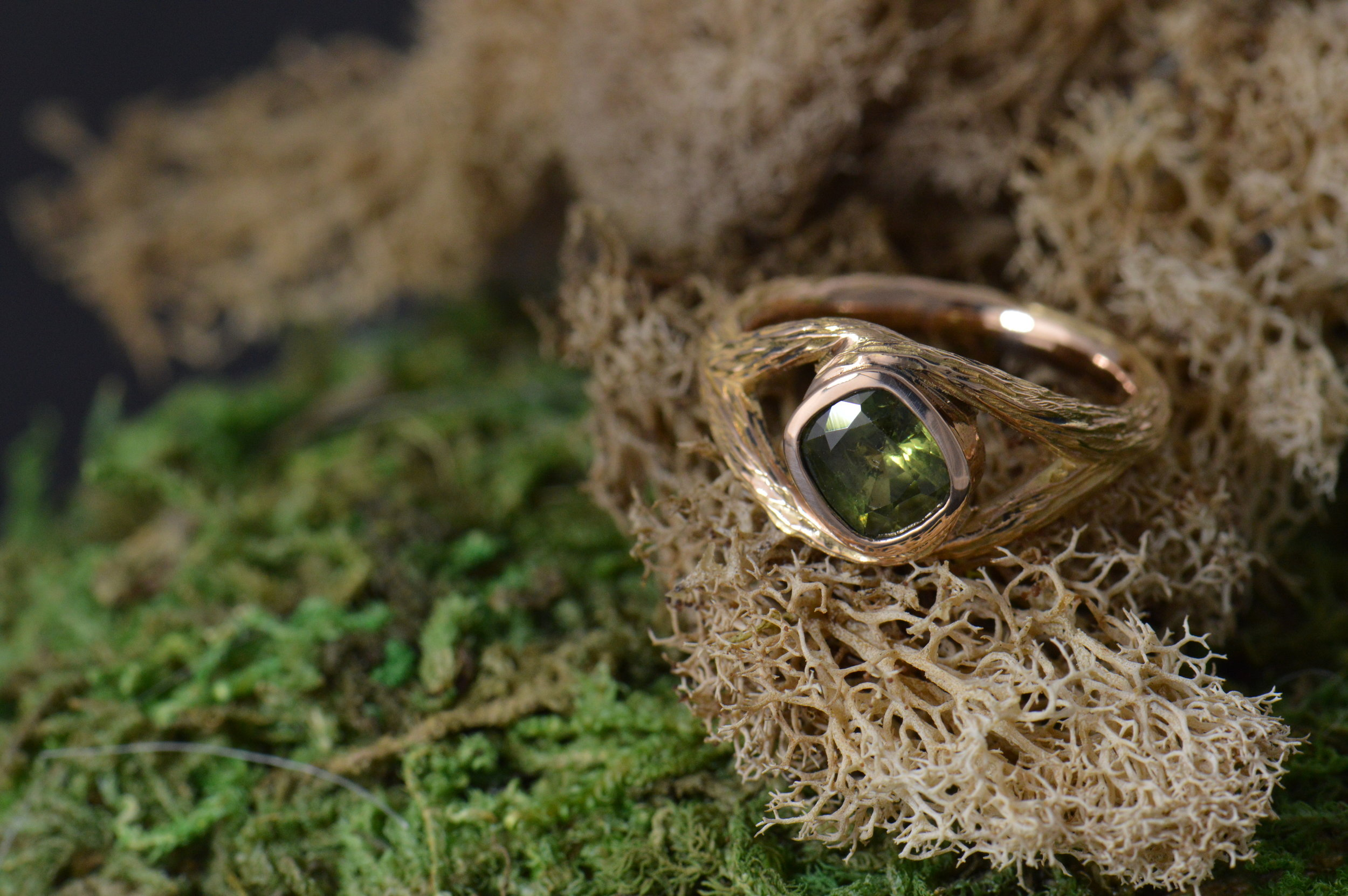 darvier-vine-carved-pink-gold-green-sapphire-wedding-ring.JPG