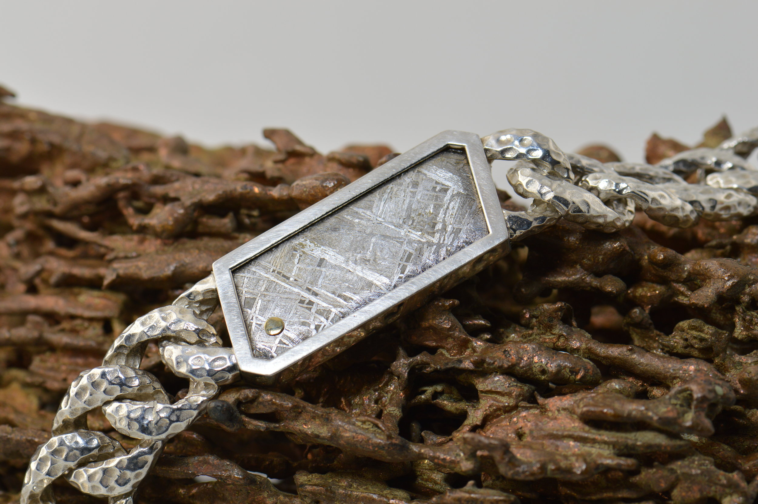 darvier-meteorite-18k-accent-bracelet.JPG