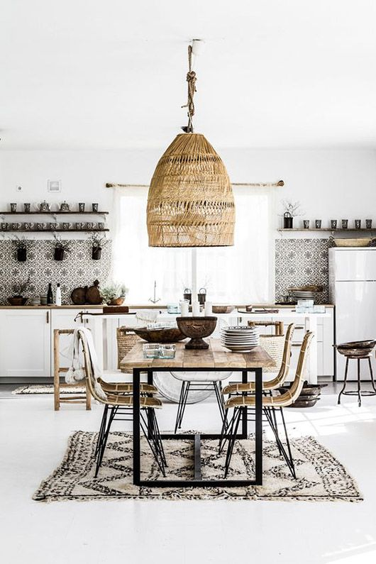 Isn't this space stunning? It's the perfect mix of Scandinavian, Modern, Bohemian, and Global influence. That light really steals the show! (Image: sfgirlbybay.com)