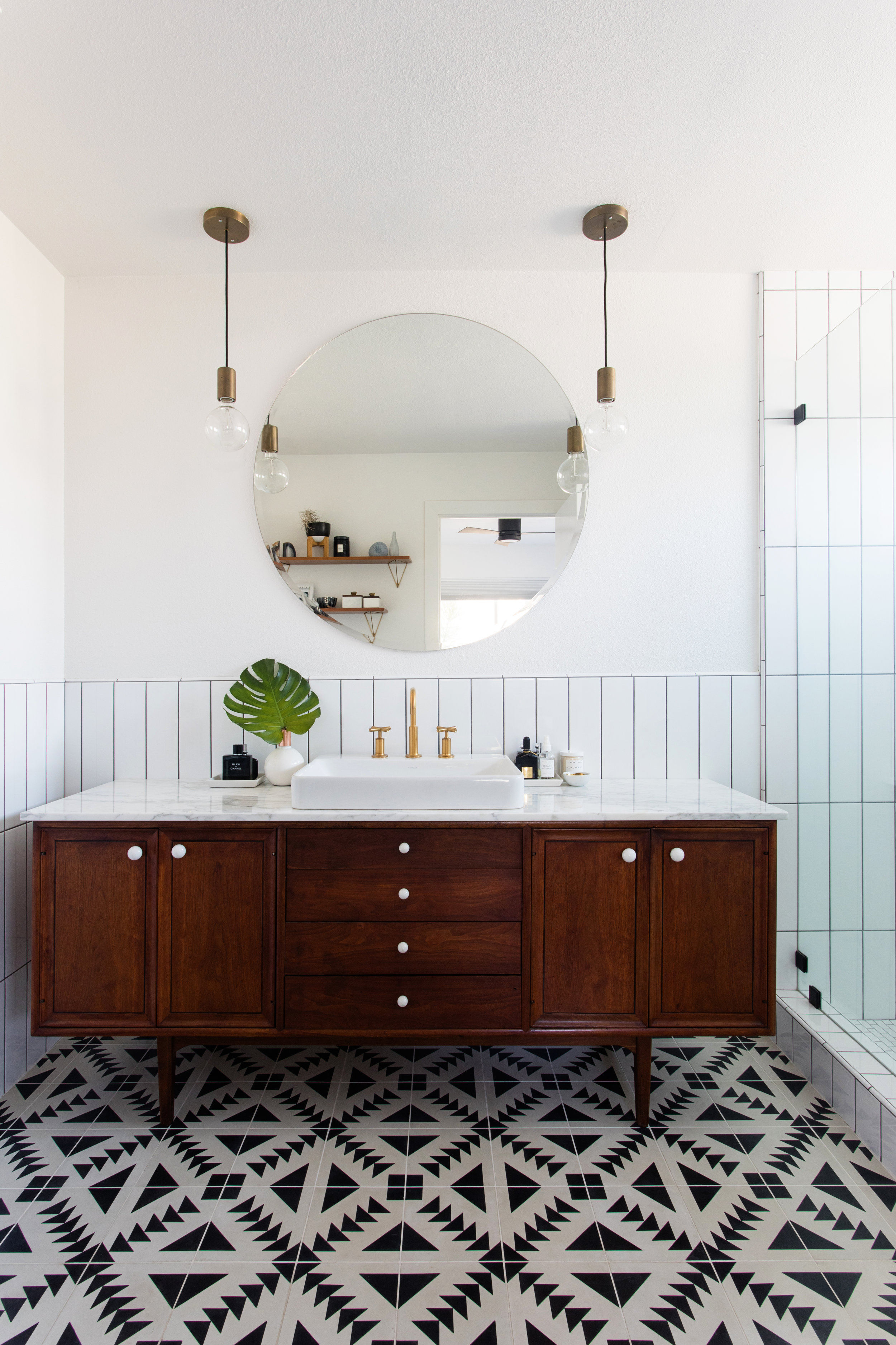 A MID CENTURY INSPIRED BATHROOM RENOVATION