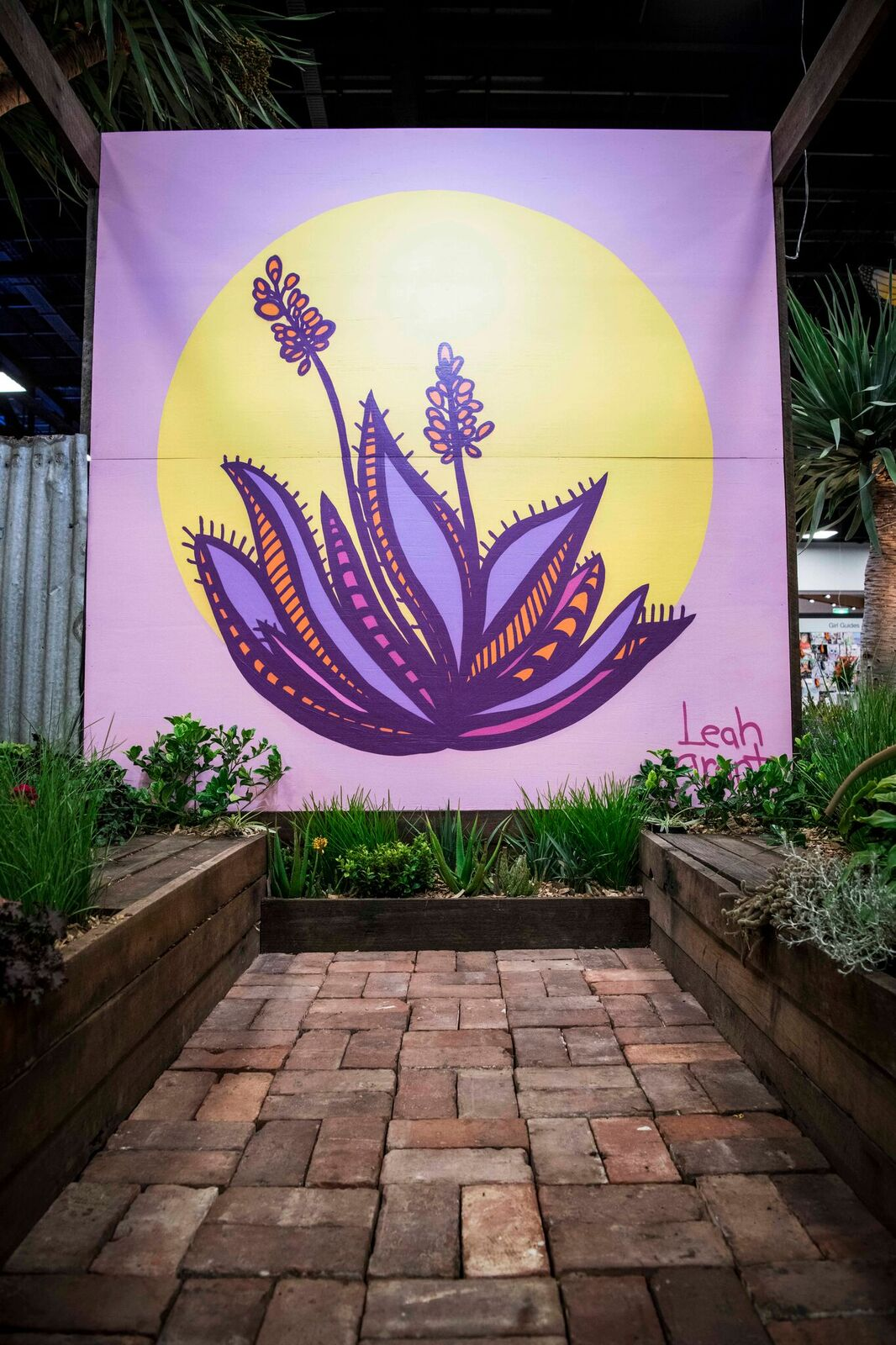 Feature Garden by    Tim Harper   . Artwork by Leah Grant. Photo by   bianca de marchi  photography   .