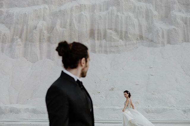 Magia🖤 . . . . #elopement #outdoorwedding #bride #fineartwedding #bodas #vintagewedding #puglia #boda #destinationwedding #destinationweddingphotographer #bridedress #bridalphotoshoot #loveandwildhearts #bodasconestilo #bodasgalicia #bodas2019 #novias2019 #bodasconencanto #smpshareyourstory #noviasconestilo #elopementphotographer #greenweddingshoes #theknot #beachwedding #junebugweddings #everydayibt #bohoweddingdress #novias #stylemepretty #sinspirersemarier