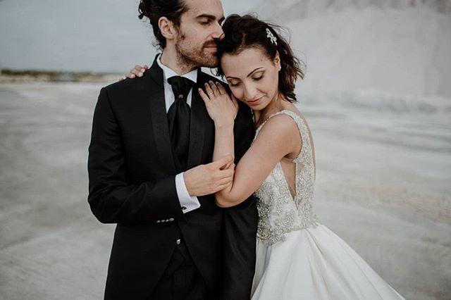 Juntos🖤✨ . . . #ourense #outdoorwedding #bride #fineartwedding #bodas #vintagewedding #pontevedra #boda #destinationwedding #destinationweddingphotographer #bridedress #bridalphotoshoot #loveandwildhearts #bodasconestilo #bodasgalicia #bodas2019 #novias2019 #bodasconencanto #smpshareyourstory #noviasconestilo #elopementphotographer #greenweddingshoes #theknot #beachwedding #junebugweddings #everydayibt #bohoweddingdress #novias #stylemepretty #sinspirersemarier