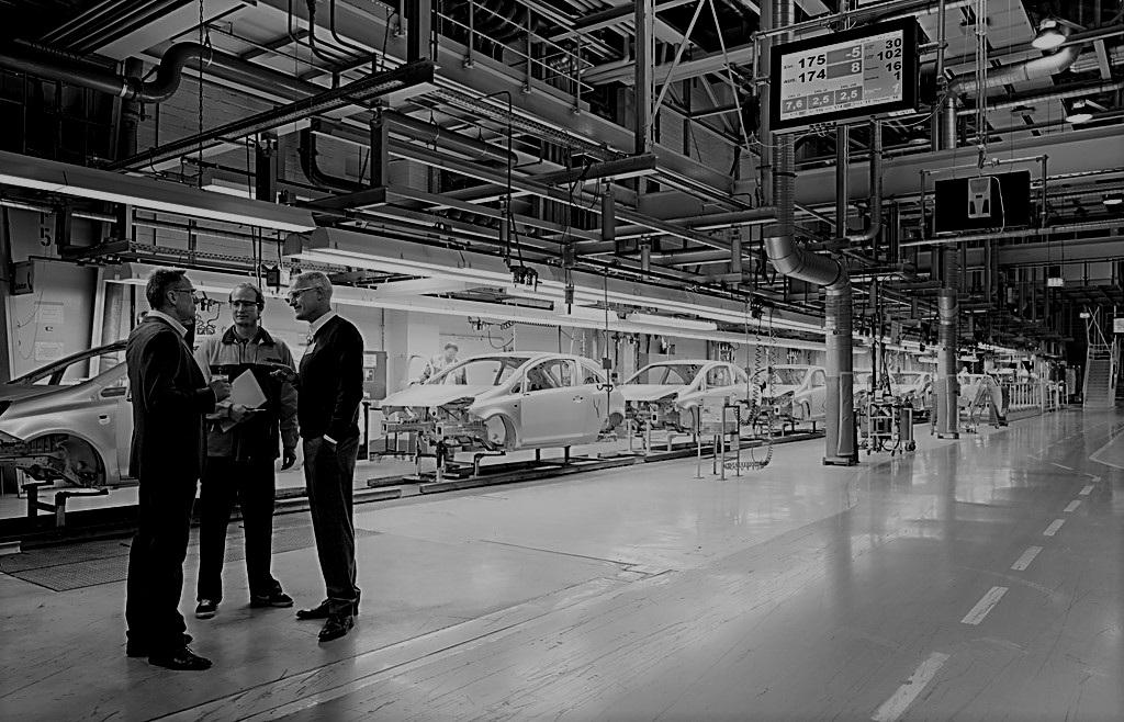 DHL - WERK: Deutscher Autobauer in Bratislava, SlowakeiFUNKTION: Verantwortlich für die werksinterne Logistik für die Produktion von Kraftfahrzeugen in den Bereichen Wareneingang, Lagerhaltung, Anlieferung von Motoren, Getrieben und anderen Fahrzeugteilen direkt an die Produktionslinien gemäß ProduktionsplanLEISTUNG: Logistik für 200.000 Fahrzeuge / Jahr (2016)BELEGSCHAFT: 1.200 Mitarbeiter