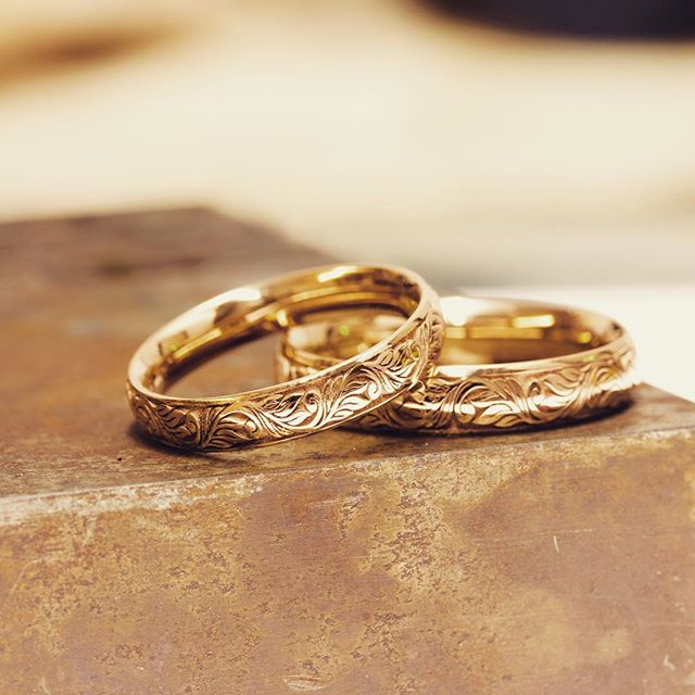 His and hers 18ct Rose Gold Wedding bands, handcrafted and engraved in our studio located in #Londons famous jewellery district #hattongarden 🎄🛍🎁🎉 #love #picoftheday #christmas #gift #giftideas #giftsforhim #christmasgifts #london #hattongarden #wedding #jewellery #jewelry