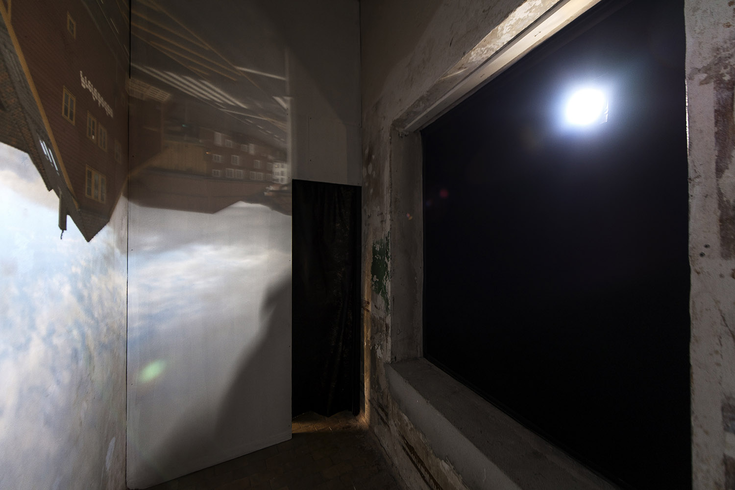 Inside the camera obscura created as part of the exhibition at Bergen Kjøtt.