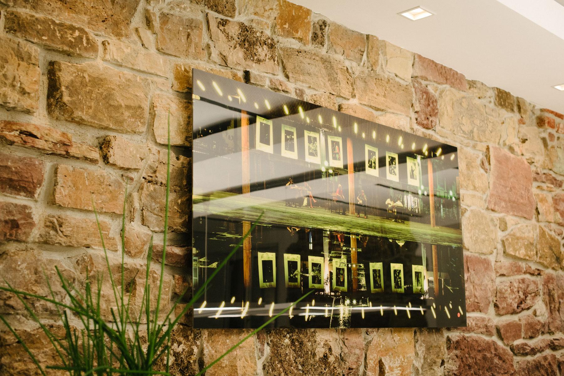 """Galleryprint """"Coulée Verte"""" an der Wand."""