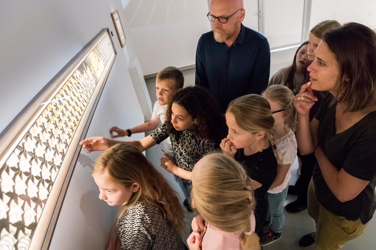 Alex van de Beld and Anne Makkink visiting The Fries Museum in Leeuwarden, Holland together with young students of the Albertine Agnesschool