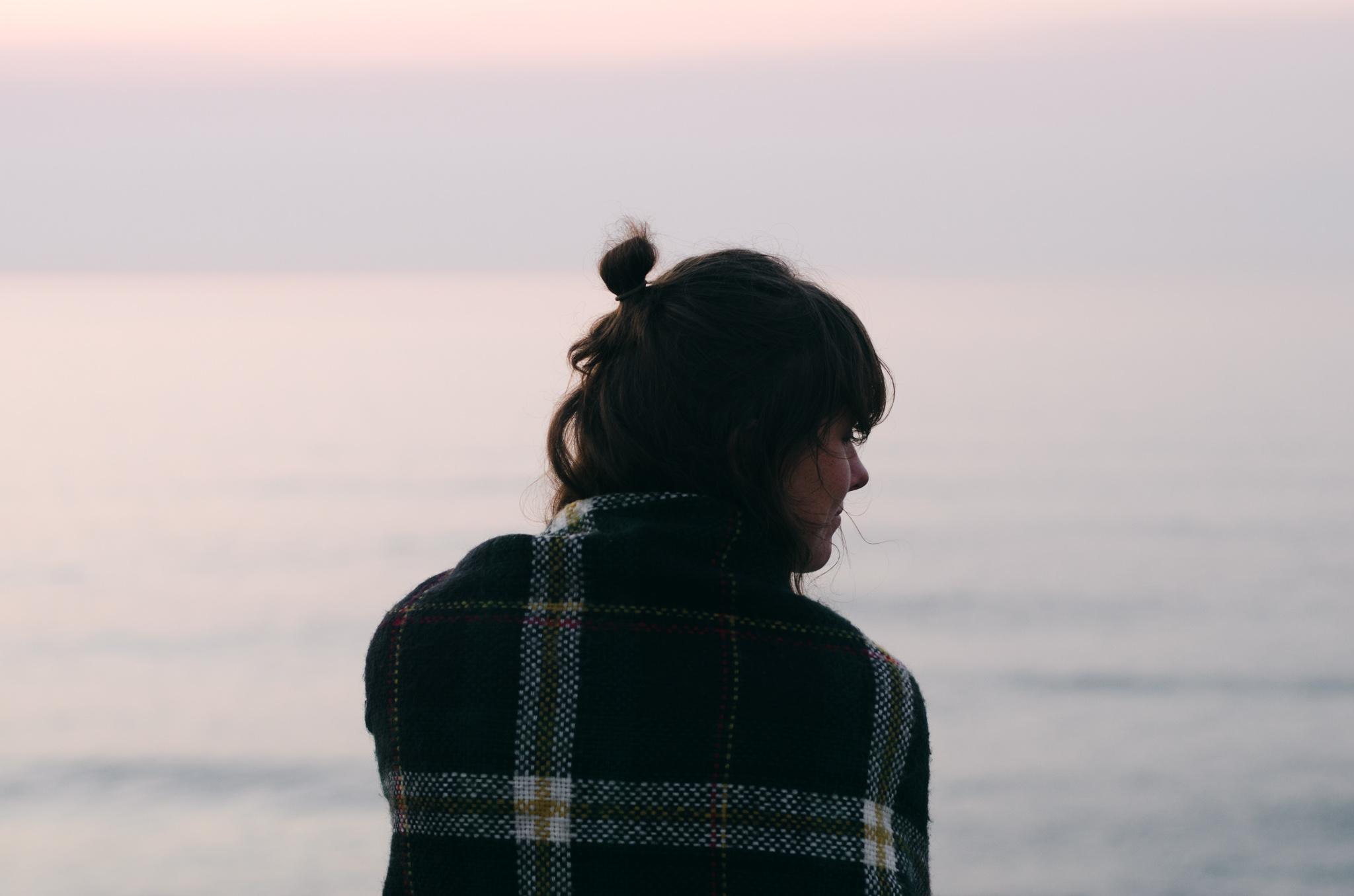 girl-ocean-twilight-breathe-portugal.jpg