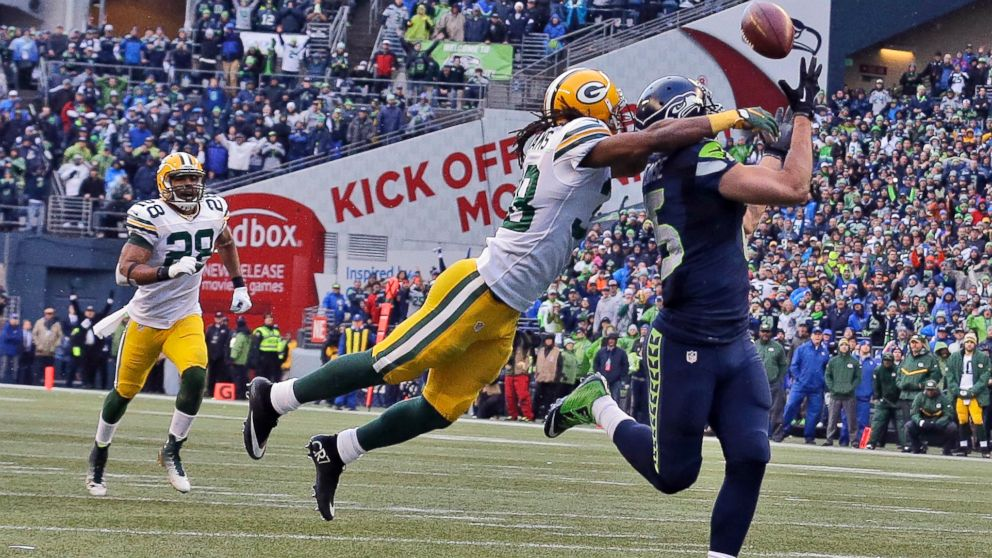 Jermaine Kearse catches the game winning touchdown pass.