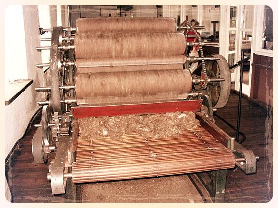 Machine in fabriek voor wol