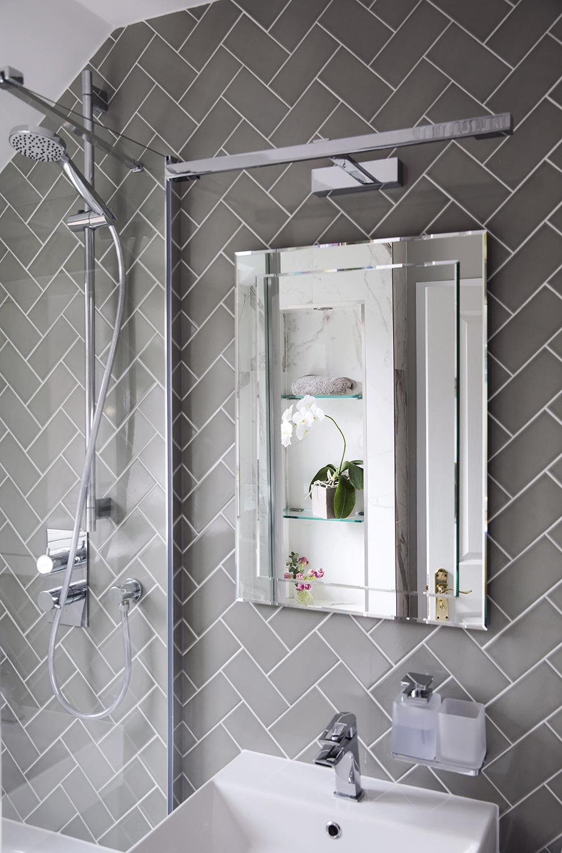 bathroom_two_2.jpg