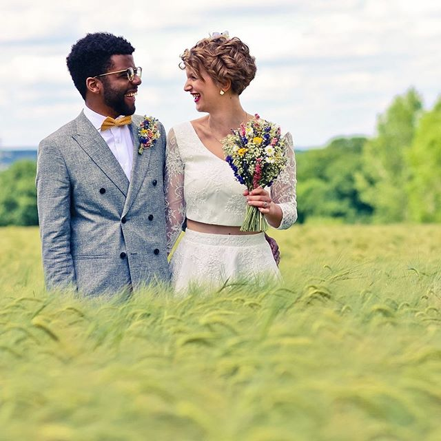 What a fabulous day for these two! Bring me back! ⁣ #farmwedding #glampingwedding #darianova #ukweddingphotographer #storytellingphotography #storytellingphotographer #weddingseparates #weddingbouquet #vintageflorals #vintageflowers #multiculturalwedding