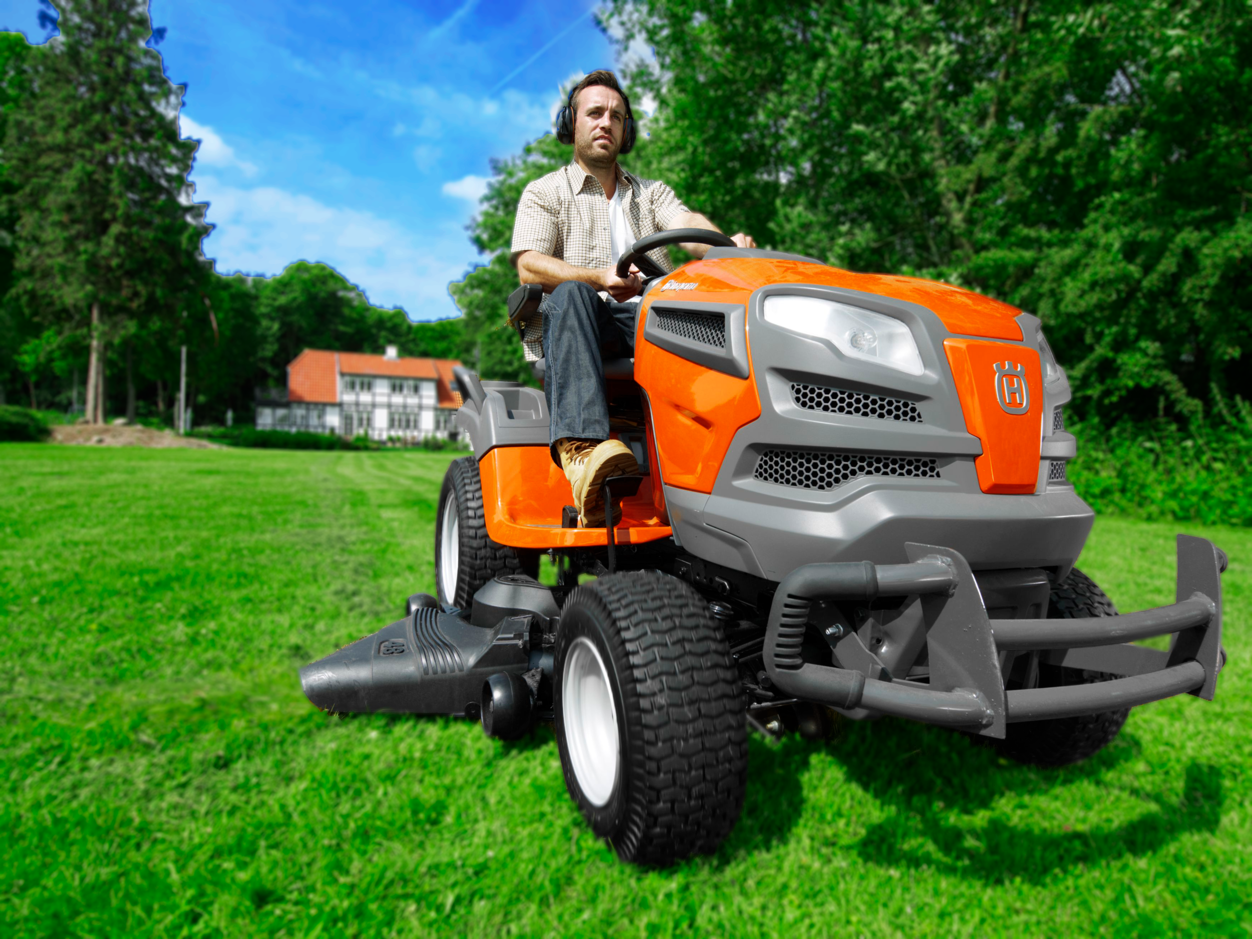 YTH Tractor Action Blur.png