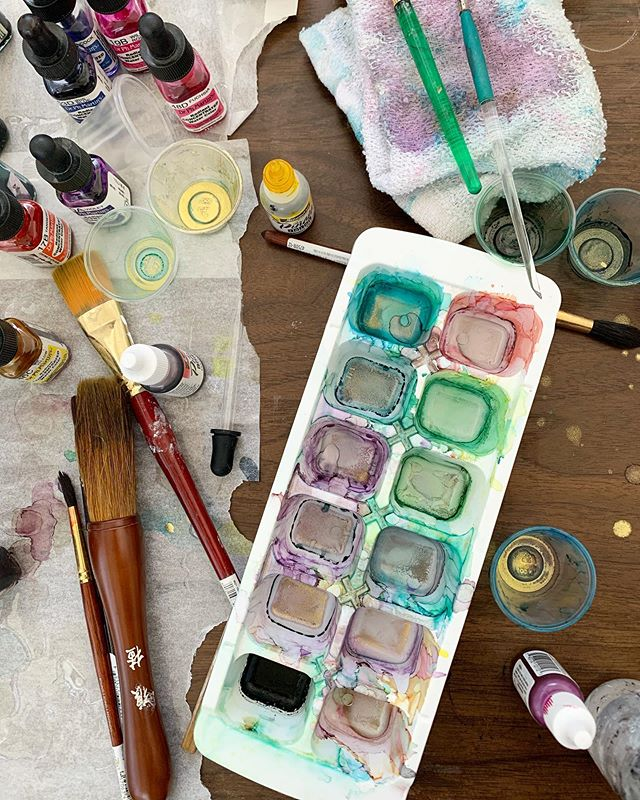 Behind EVERY great work is some kind of madness or chaos. ✨ . . #mondayvibes #behindthescenes #artstudio #artistlife #artgallery #phillyart #jerseyart #collingswoodart