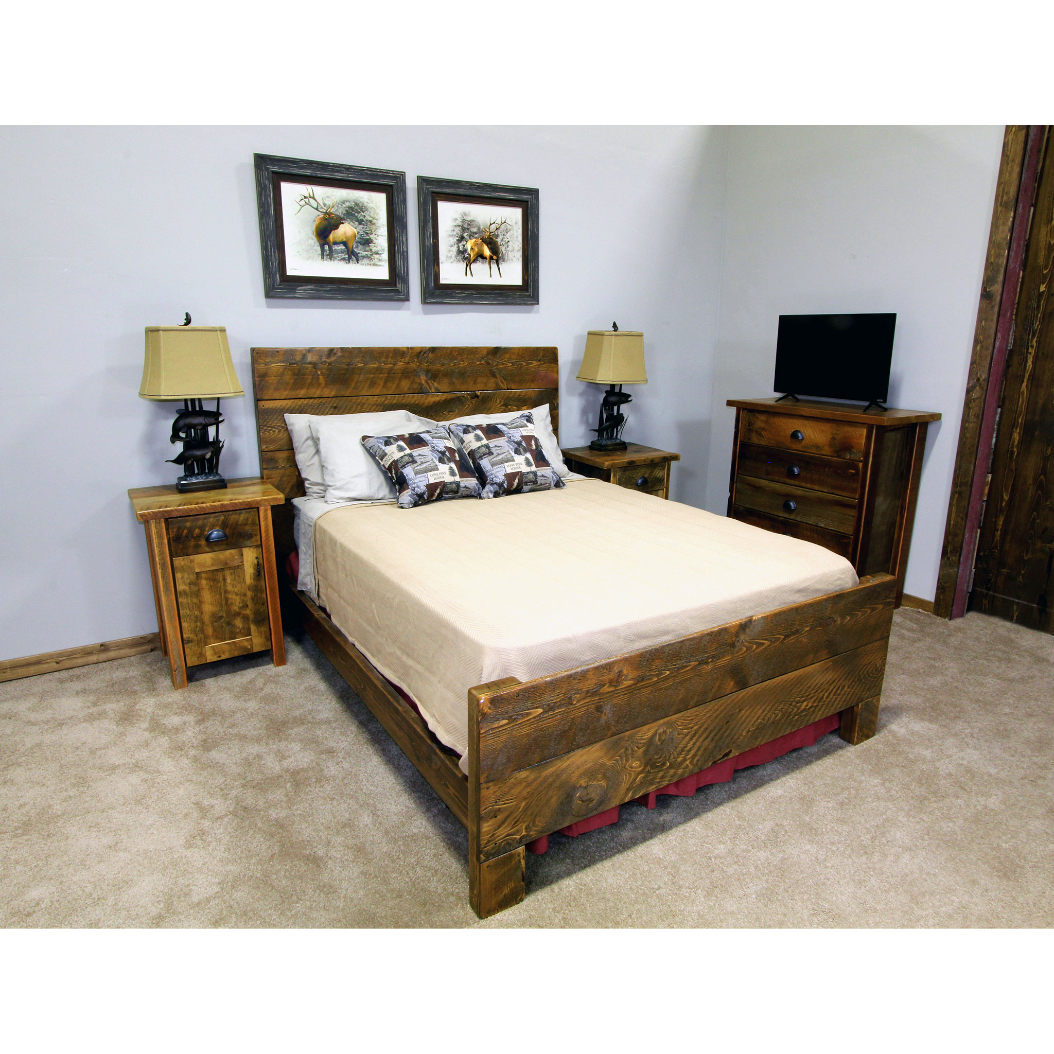 bitterroot  Simple straight plank bed. Shown in rough sawn - rustic brown.