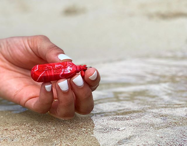 Ready to go divin'?😍 This awesome dive tank keychain is made for @scubadocuracao and are available at their dive shop.  Can you believe that waste bottles can be turned into something so beautiful♻️💚