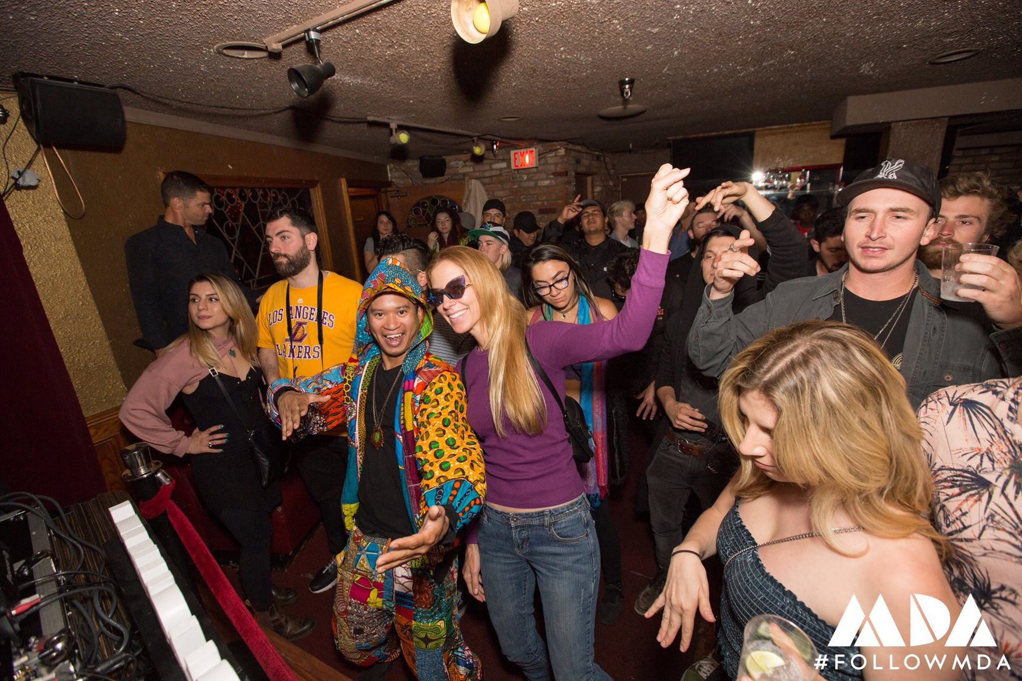 The Crowd at La Cave.jpg