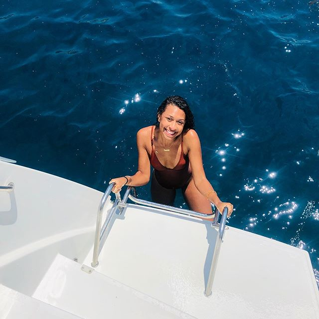Sailing around Santorini ⚓️ • • • • •  #Cassinthecity #Citygirl #blogger #fashionblog #beautyblog #influencer #fashion #beauty #lifestyle #hair  #skincare #curlyhair #naturalhair #makeup #travel #foodie #curlygirl #blacktravelfeed #blackandabroad #blacktraveljourney #travelblogger #travelphotography #travelholic #traveler #greece #santorini