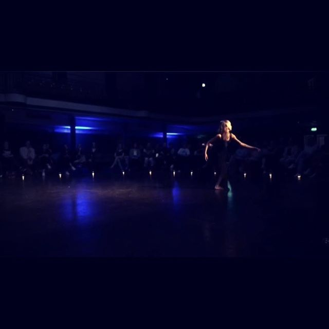Snippets from last night's beautiful show. •••LAST SHOW TONIGHT!!•••Ticket link in bio••• So wonderful to collaborate with these artists (dancers and musicians) to create something special. Thank you @rosealiceofficial @internationalartscollective @almacsween @joostondrums  #collaboration #beauty #beats #dance #music #improvisation #freedom #smokemachines #smokemachinewithalmacsween #london