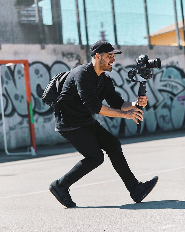 Action stance 🏃🏾♂️ 📸 @willcorneliusphotography 👌🏽 ¿What's your Weapon of choice?? (camera of course)  Even tho the 1DXII is a 4 year old camera, paired with the @djiglobal Ronin S you can certainty get some smacking footage. Brings me back to the 5DII days.. miss that full frame look. If you got any Q's about this setup, shoot me a DM! 🤘🏼