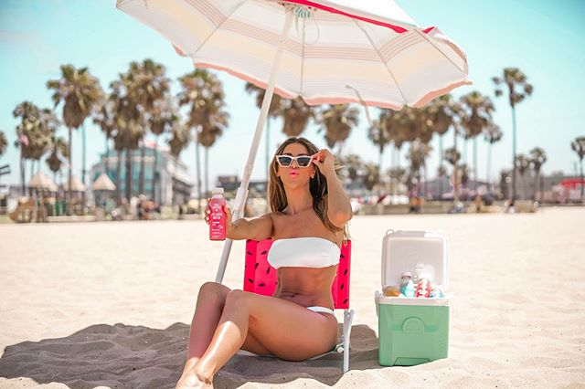 Working on my summer glow from the inside out, staying hydrated all summer long with @vitalproteins collagen water.  beach body pro tip: pack the strawberry lemon + blackberry hibiscus flavor in your cooler for your next beach trip. They taste SO bomb, it's like drinking a cocktail on the beach without the calories, keeps your skin hydrated, and keeps your tummy happy and full with 10g of protein so you're not tempted to dive into your boyfriends Doritos. You feel me?  #UncapYourPotential #CourtesyofCollagen #ad""