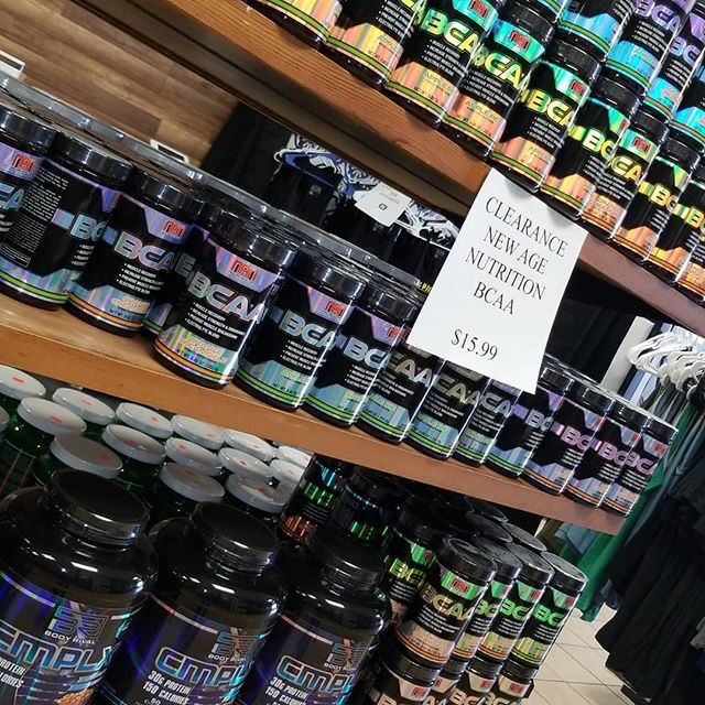 Not only is our discontinued flavor of protein 50% off but now we have a limited supply of BCAAs as well for 15.99! These are discontinued so once they're gone, there gone forever! BCAAs help a ton with recovery, joint support, hydration, and a whole list of other benefits. NAN BCAAs are especially high in L-Leucine which aids in building muscle more efficiently and metabolizing protein. Less recovery time plus easier muscle building😍