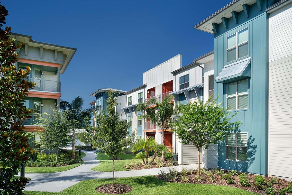 Crosstown Walk</br><em>Tampa, Florida</em>|marketratehousing architecture landscapearchitecture