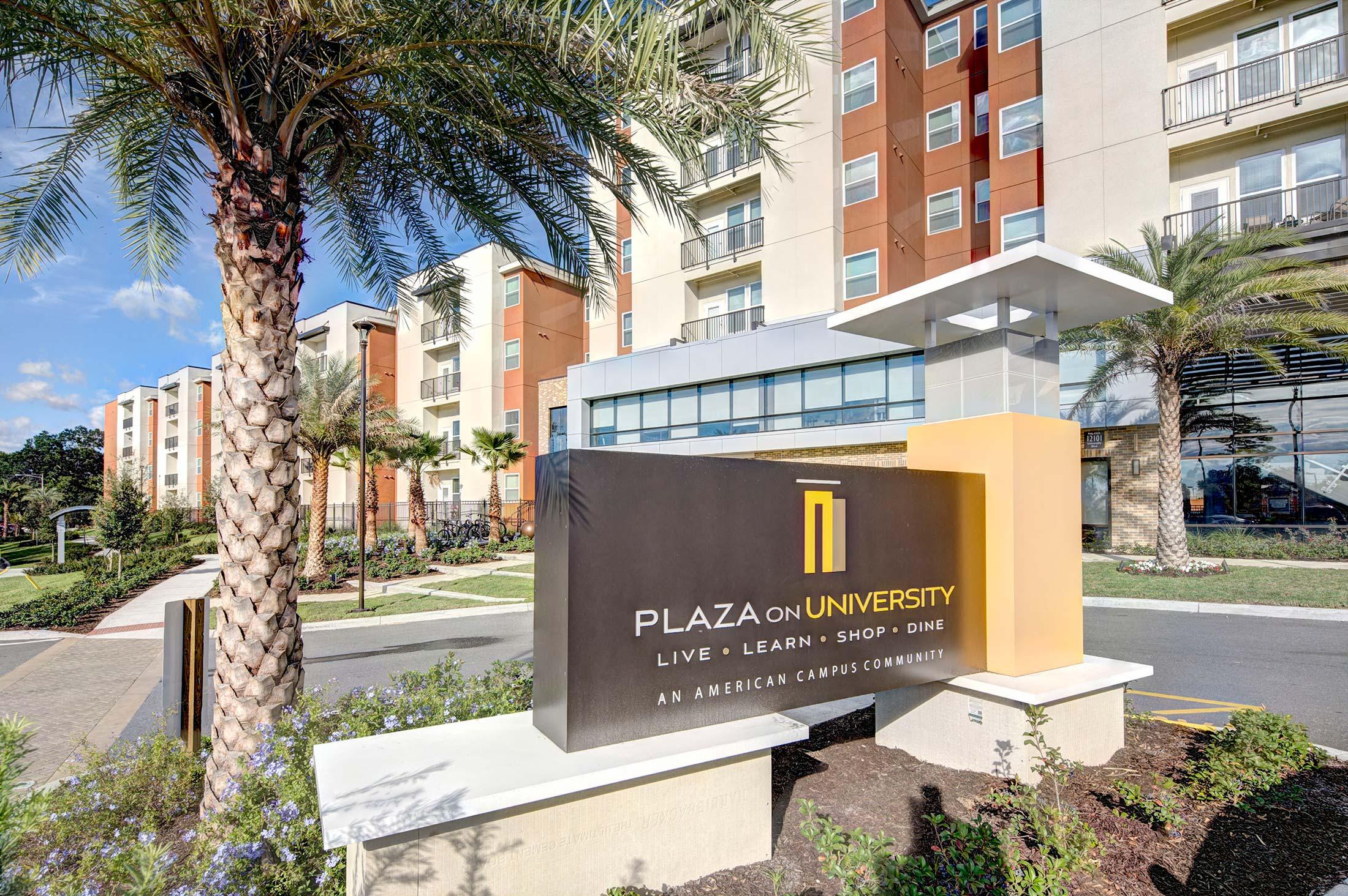 PlazaOnUniversity_Signage.jpg