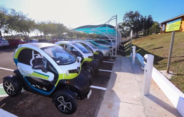 Itaipu sistema de compartilhamento de veículos elétricos.JPG