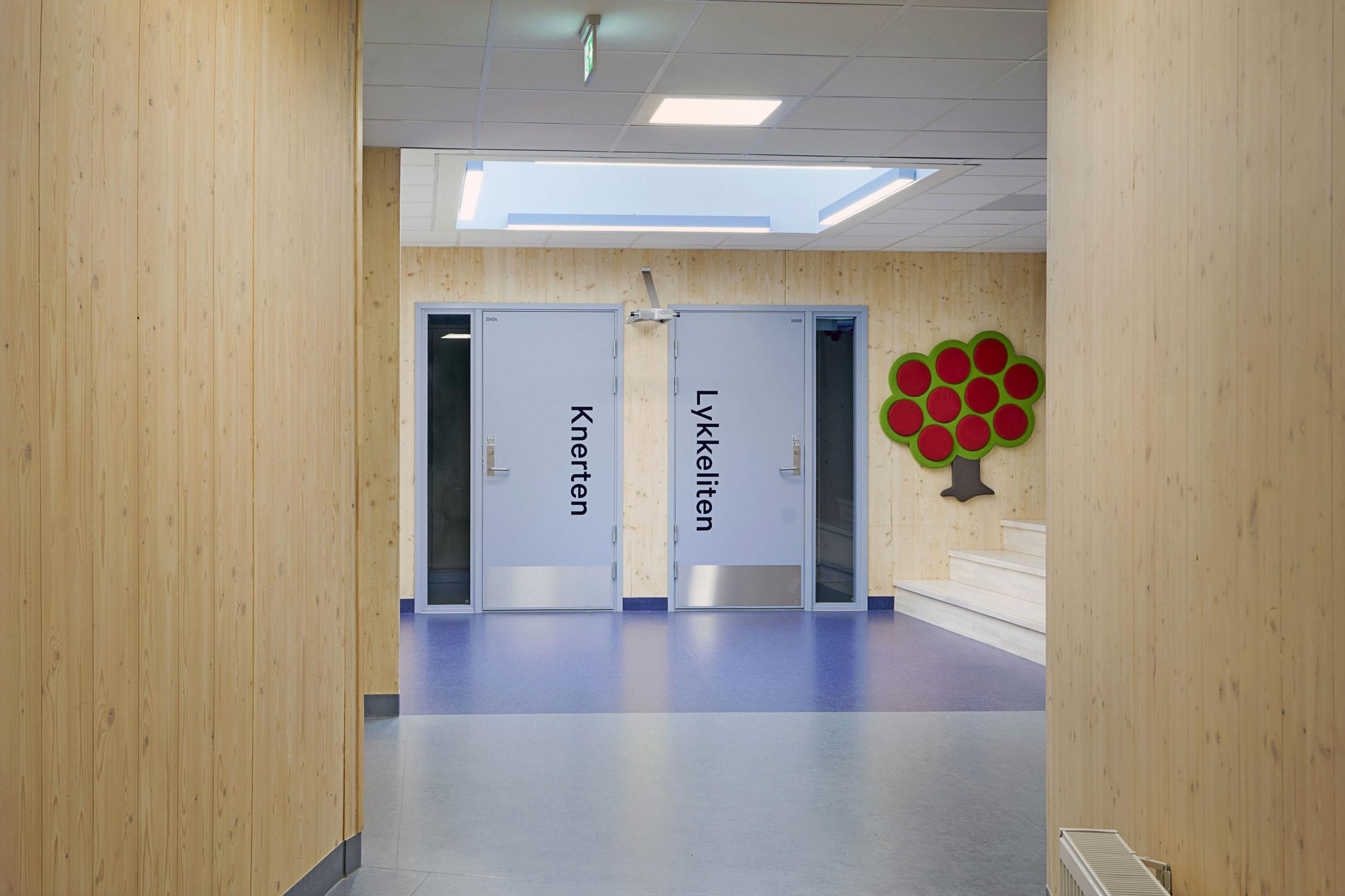Planforum Arkitekter_Ytre Enebakk skole_Foto Eli Haugen Sandnes_Garderobe 05.jpg