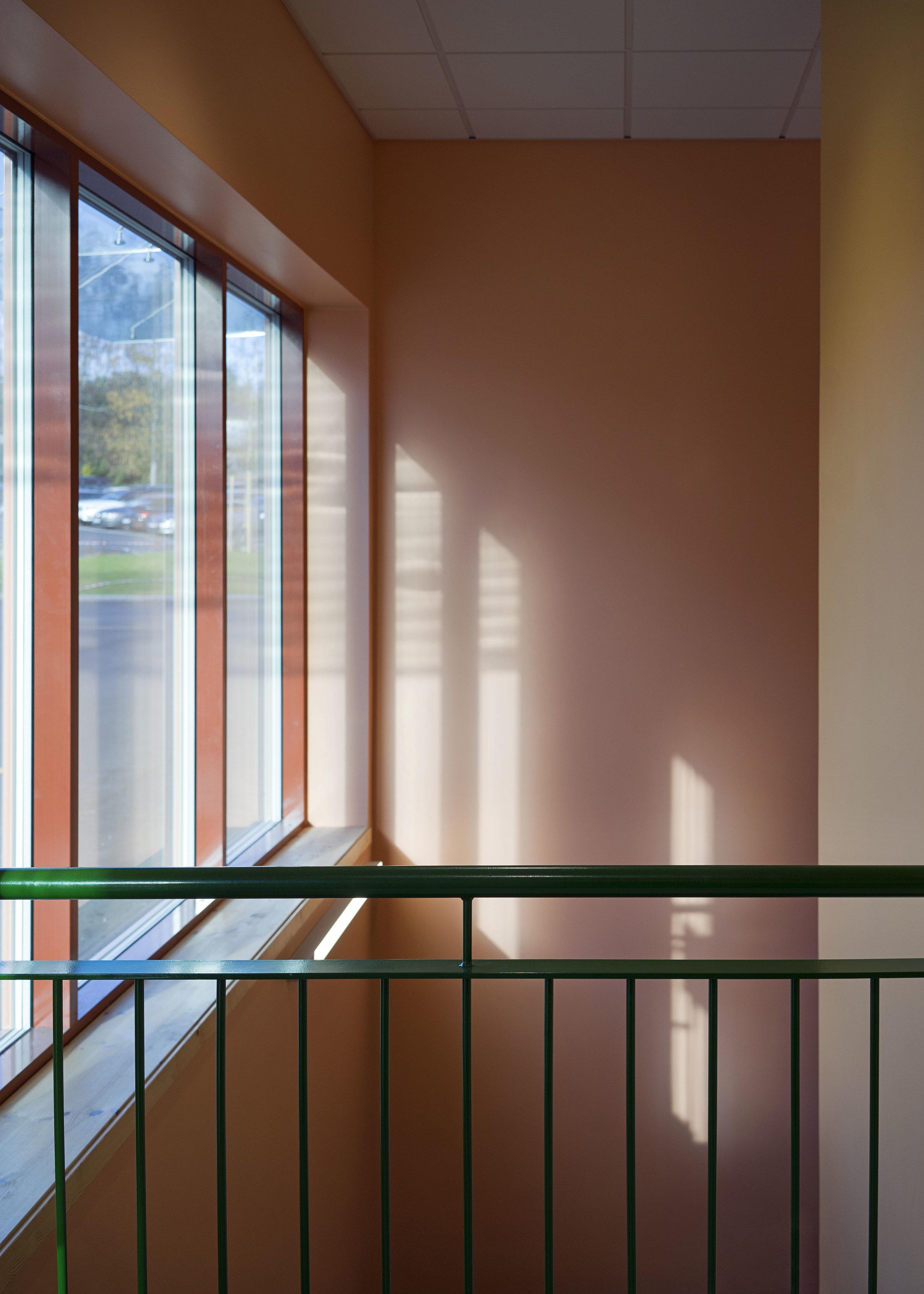 Planforum Arkitekter_Hebekk skole_Gymsal_Trapp_03_Foto Eli Haugen Sandnes.jpg