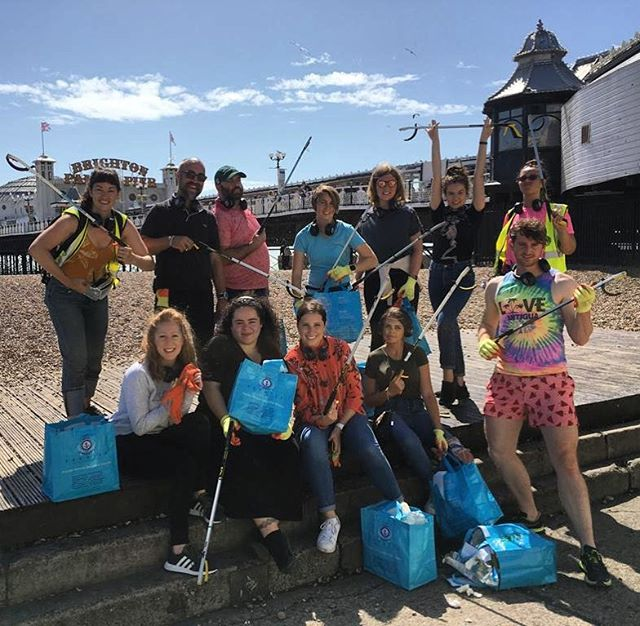 Collecting 7.6kgs of rubbish off Brighton beach is a breeze when you're doing it silent disco style. Thanks to @pier2pierbtn for putting a twist on being #conscientious 🎧 #events #eventprofs #companyoffsite #brighton #brightonpier #loveyourbeach #beachcleanup #UnicornEvents