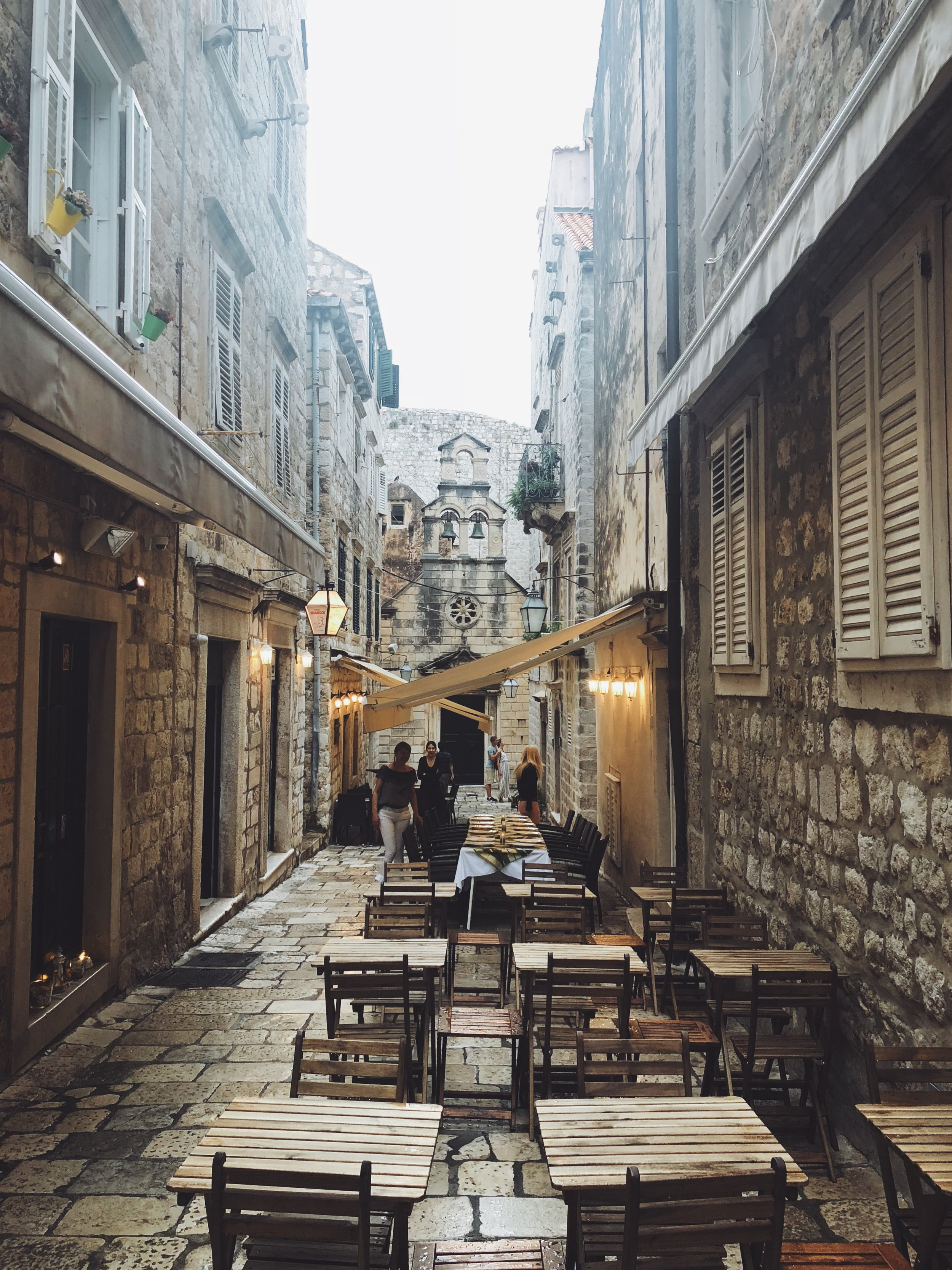 - Dubrovnik is a relatively small Croatian city on the Adriatic sea. It is known for its