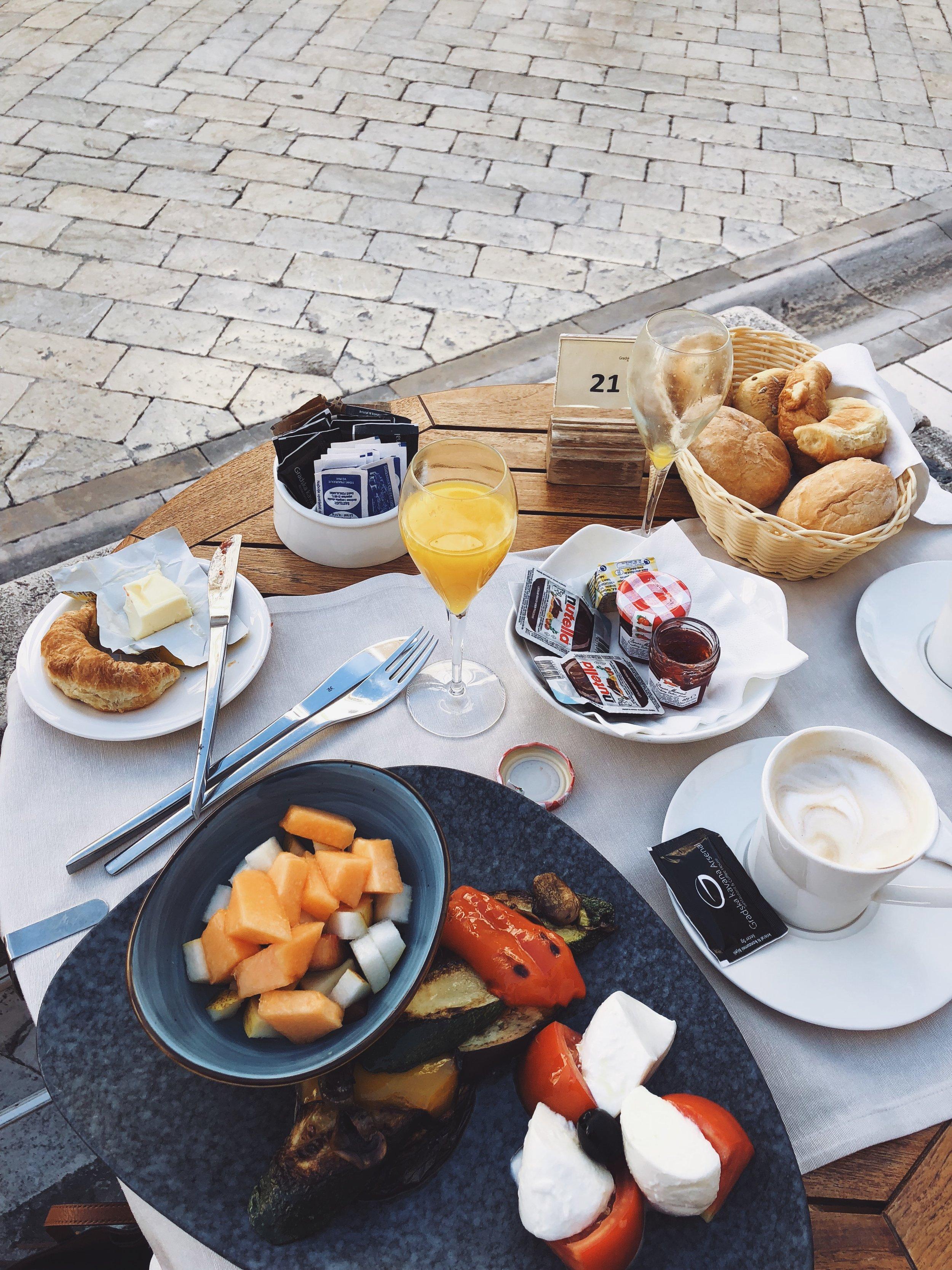 The veggie breakfast at Gradska Kavana Arsenal, on the front patio.
