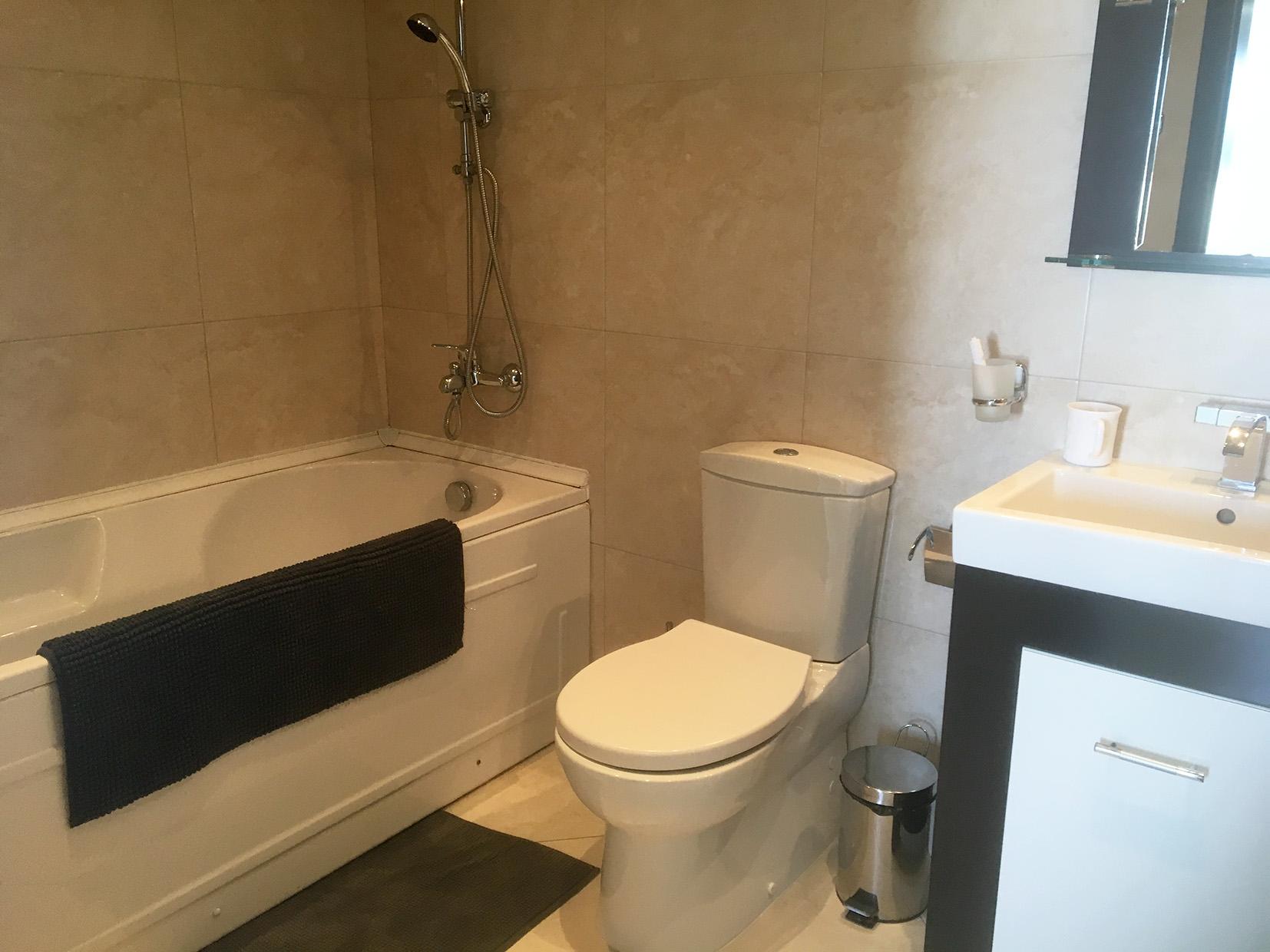bathroom_web.jpg