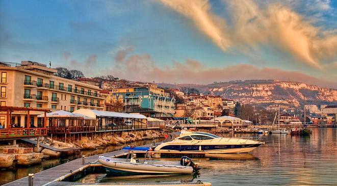 Balchik harbour sunset cropped.jpg