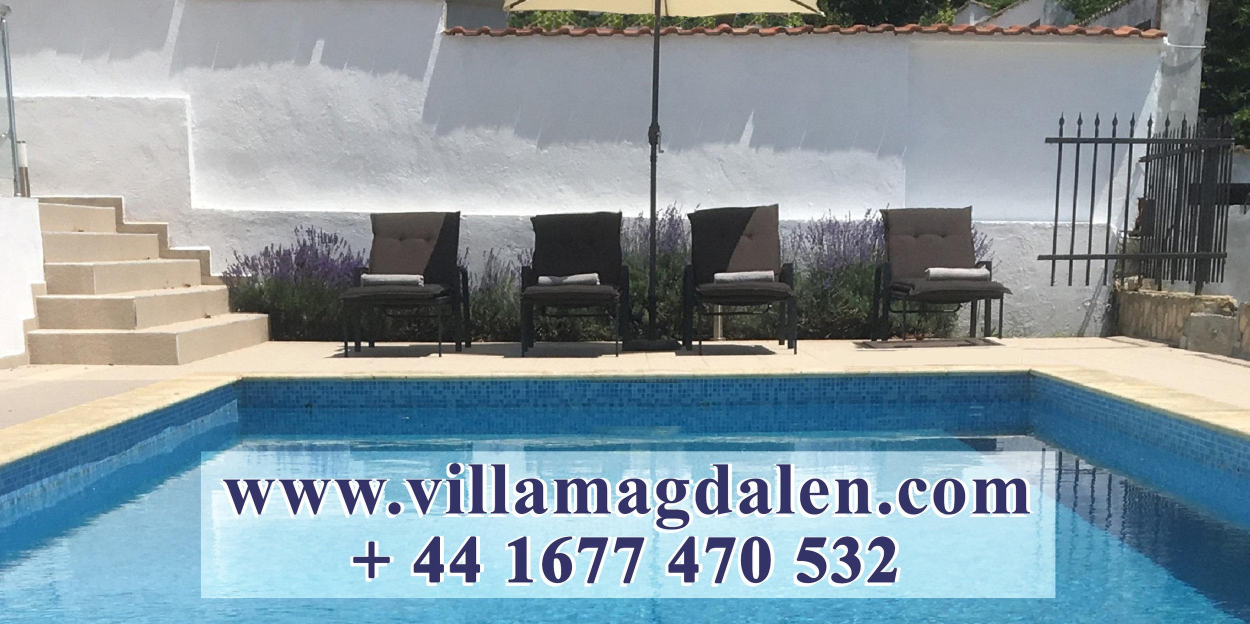 zwembad sunloungers retouche + URL+phone.jpg