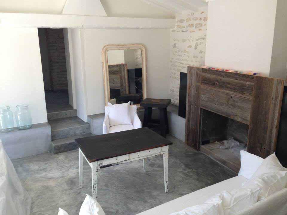 Habillage de cheminée en bois de récup