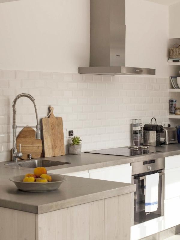 QUALITE - Nos cuisines et agencements fabriqués sur mesure sont équipés d'une quincaillerie de qualité allemande pour un plus grand confort d'utilisation (amortisseurs de fermeture, systèmes sans poignées ....).