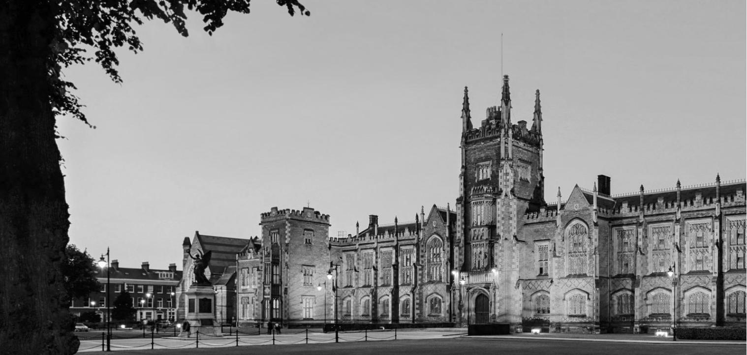 Universitets hovedbygning, Lanyon building (ovenfor), er utrolig mondænt og ligner til forveksling Hogwarts fra Harry Potter indefra.